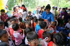 """Hơn 250 học sinh điểm lẻ của Trường tiểu học Tân Bằng vui """"Trăng rằm Đất Mũi"""""""