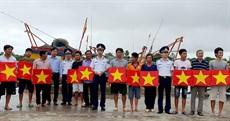 Cảnh sát biển đồng hành với ngư dân năm 2020