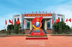Đỏ thắm cờ hoa  chào mừng đại hội Đảng