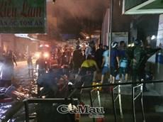 Lực lượng quân đội được huy động chữa cháy chợ Năm Căn