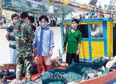Bảo vệ ngư dân mùa mưa bão