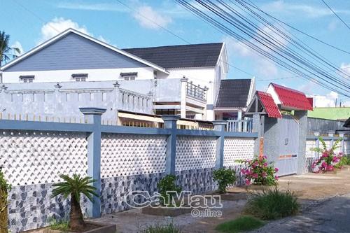 Rất nhiều căn nhà được xây dựng khang trang nhờ nguồn thu từ nuôi cá ở Làng cá Tân Thành.