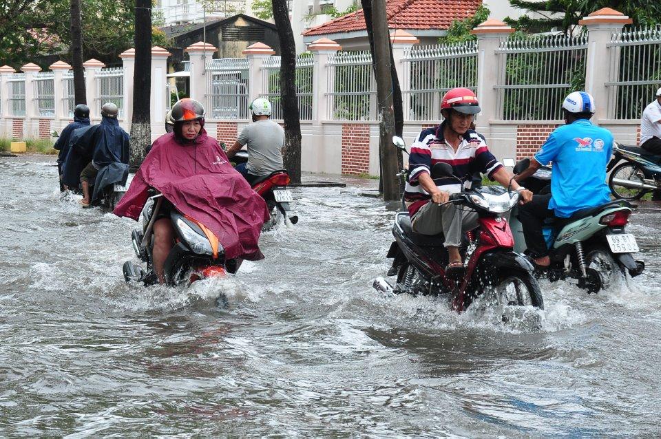 Mưa kéo dài, nhiều khu vực nội ô TP. Cà Mau bị ngập